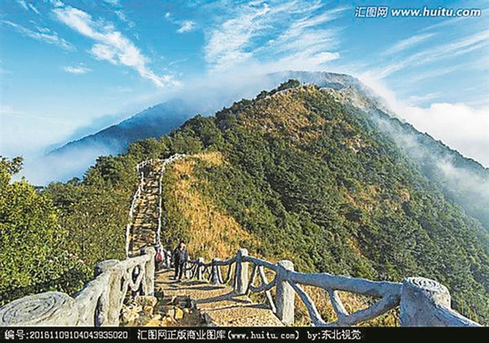 梧桐山风景区:梧桐山海拔944米,为深圳第一峰,是深圳人新年登高