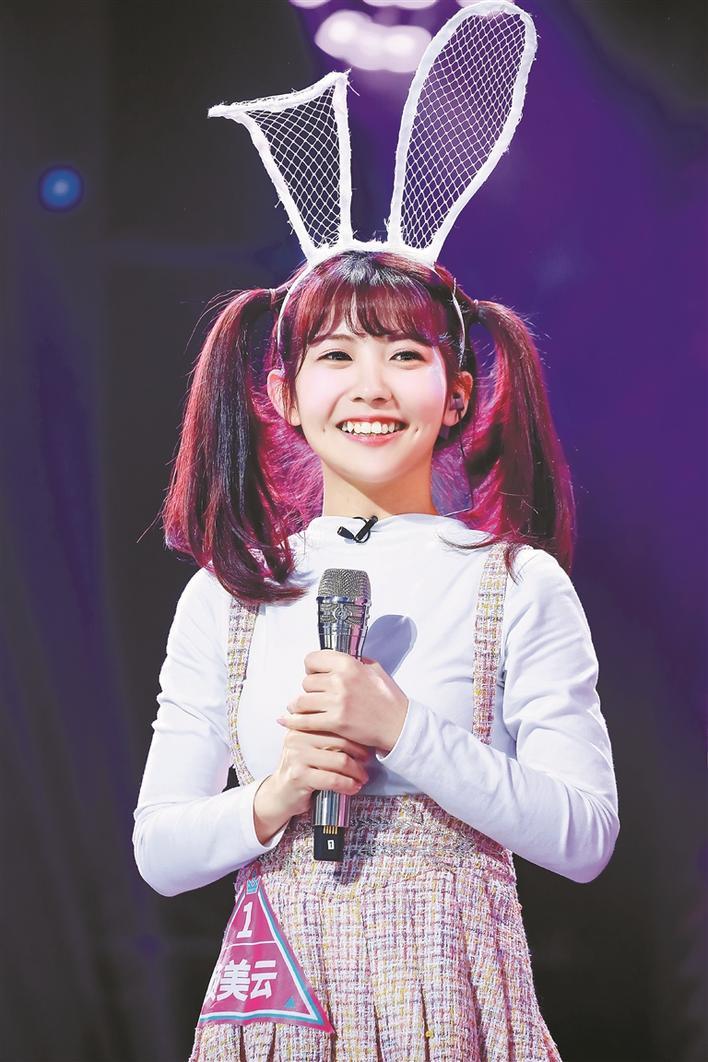 """另外,节目中来自深圳的姑娘赖美云被称为""""可爱担当赖小七""""""""表情"""